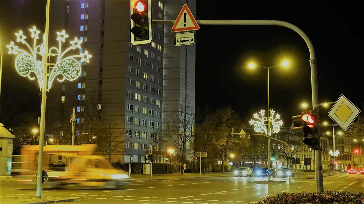 Weihnachtsschmuck am Krämpfertor in Erfurt.