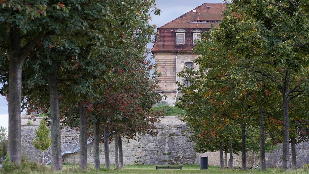 Blick von Norden auf die Defensionskaserne auf dem Petersberg in Erfurt.