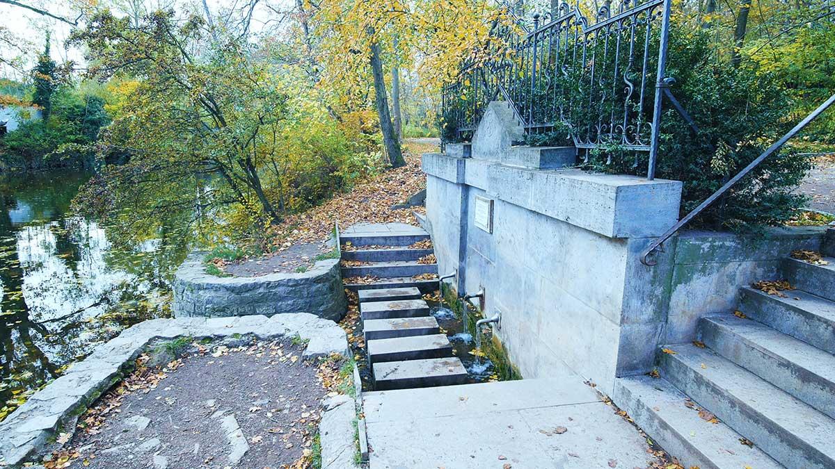 Die Dreibrunnenquelle in der Nähe des Luisenparks in Erfurt