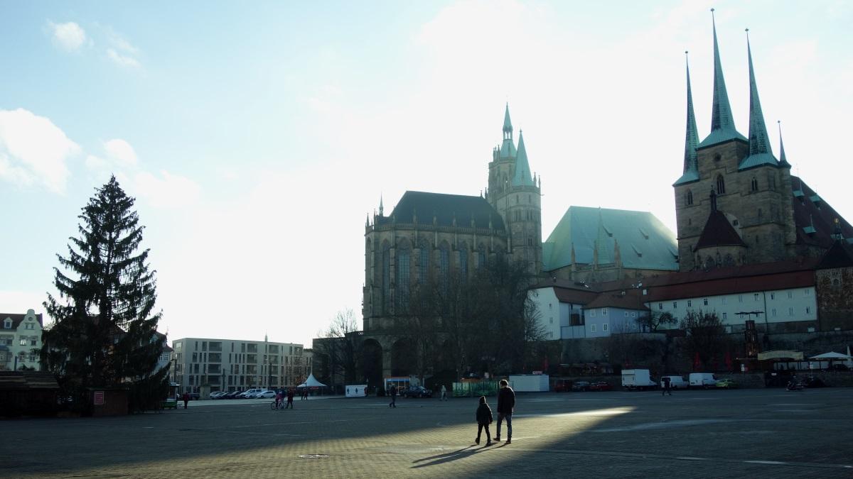 2020 fällt der Weihnachtsmarkt in Erfurt den Coronabestimmungen zum Opfer- auf dem Domplatz werden keine Marktbuden stehen.