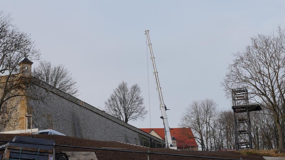 Im Zuge der Bundesgartenschau 2021 in Erfurt wird am Petersberg ein Aufzug gebaut.