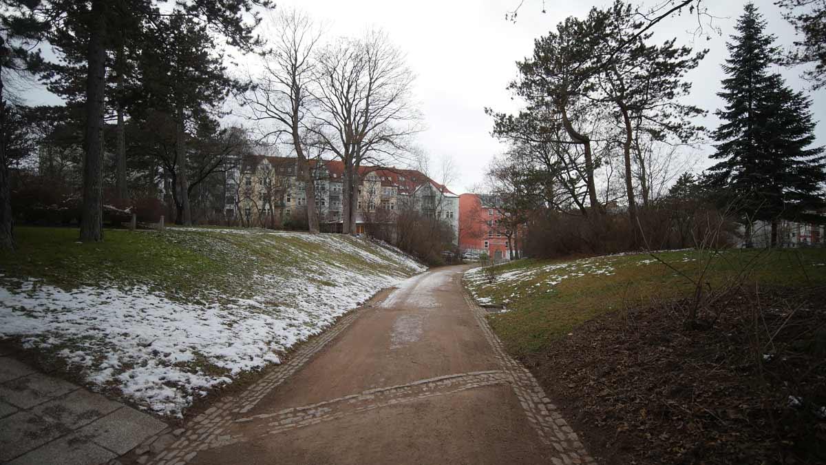 Weg im Erfurter Stadtpark zur Schillerstraße via Am Stadtpark