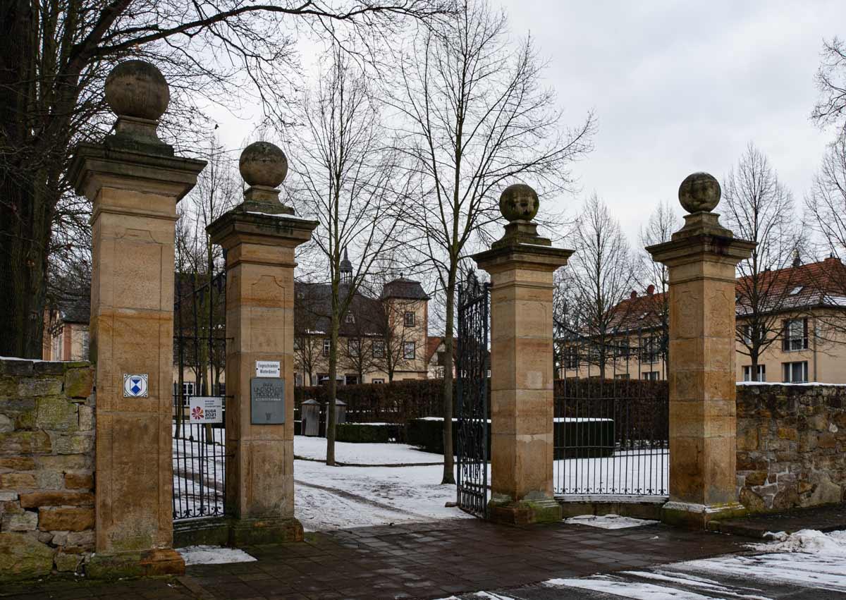 Das imposante Eingangstor zum Schloss Molsdorf
