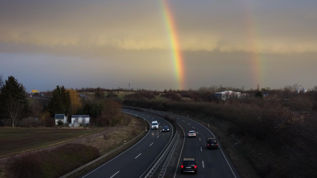 Regenbogen über der B4 in Erfurt