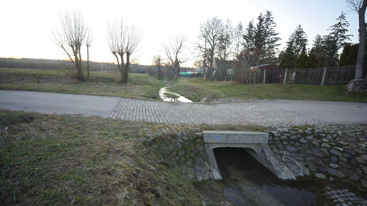 Der Peterbach im Ortsteil Linderbach der Stadt Erfurt vor der Mündung in den Linderbach