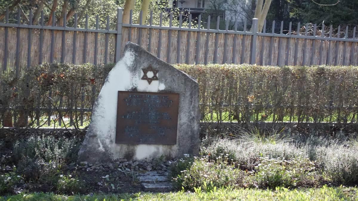 Gedenkstein auf dem alten jüdischen Friedhof in Erfurt