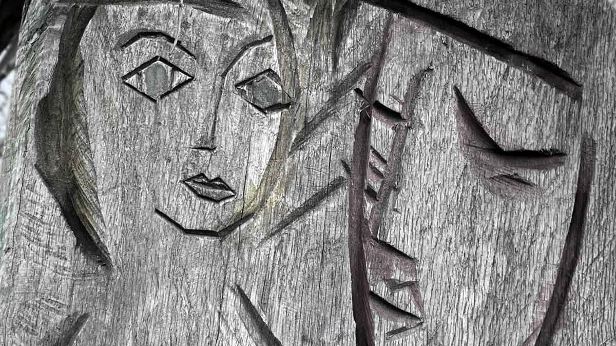 Detailaufnahme der Gesichter des Erfurter Liebespaares an der Gera