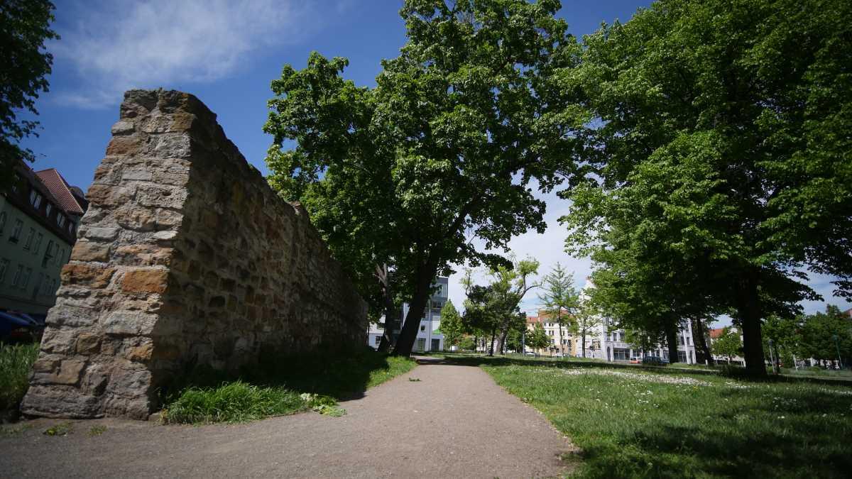 Die alte Stadtmauer in Erfurt am ehemaligen Johannestor