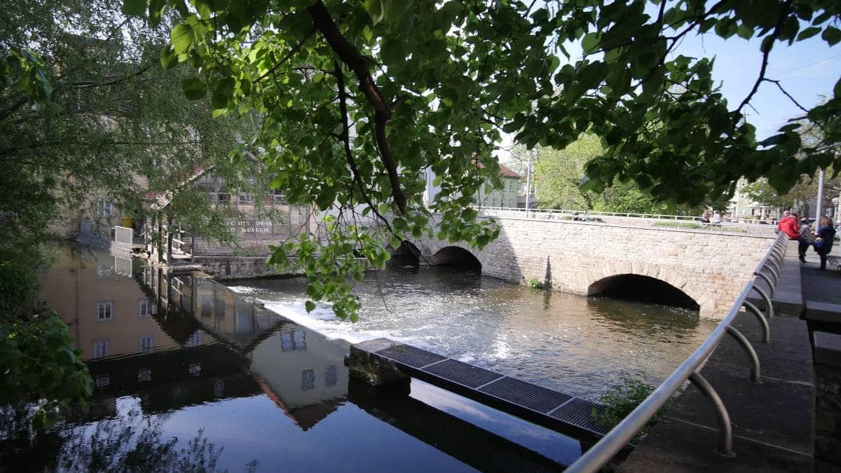 Zusammenfluss von Bergstrom und Walkstrom an der Schlösserbrücke Erfurt zum Breitstrom