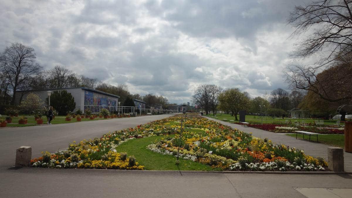 Das ornamental beplanzte Blumenbeet auf dem Buga 2021 Standort Egapark in Erfurt ist eines der größten in Europa