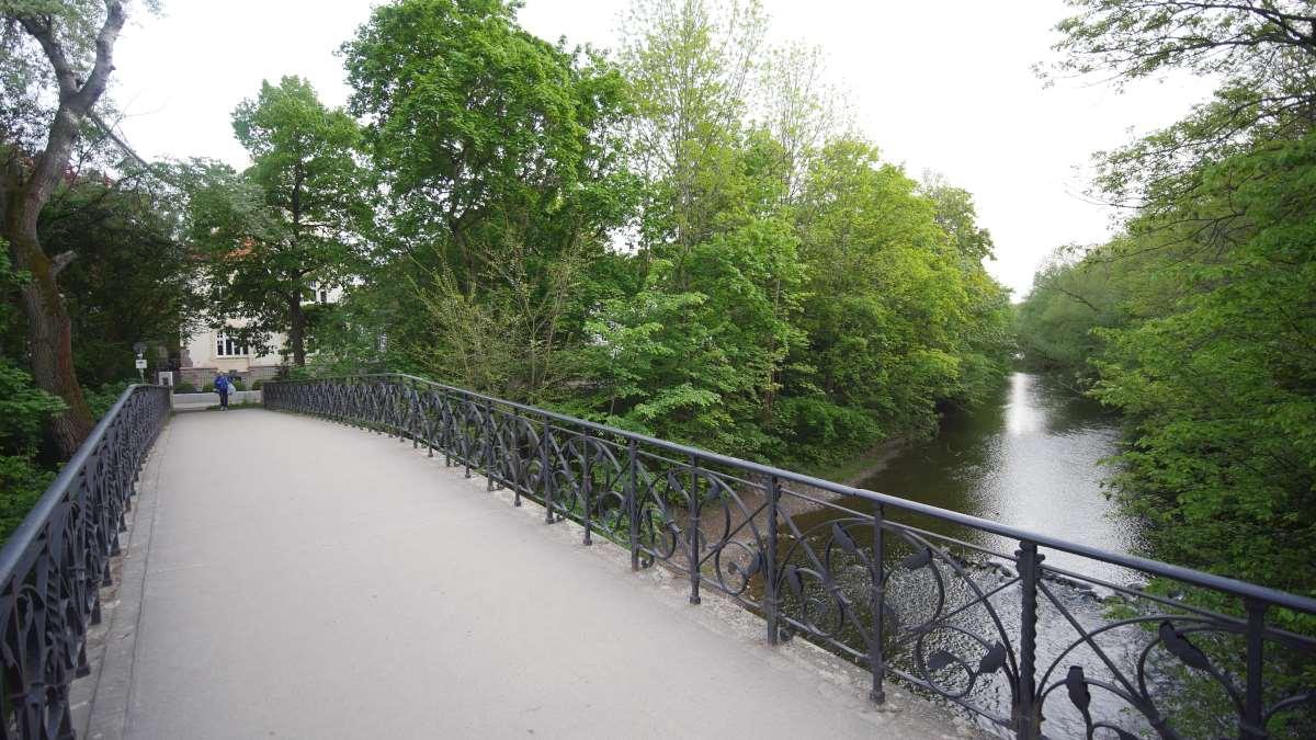 Eine Brücke über den Flutgraben in Erfurt