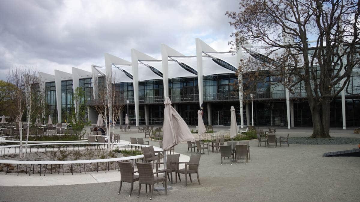 Modernisierte Glashalle auf dem Gelände des Egaparks Erfurt zur Bundesgartenschau 2021