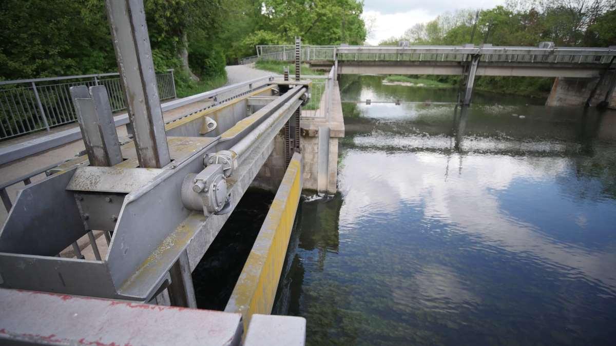Das Gerawehr am Dreibrunnenbad in Erfurt teilt Flutgraben und Walkstrom